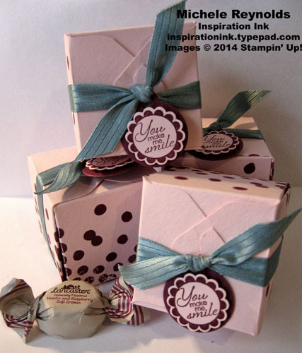 A round array tiny candy box watermark
