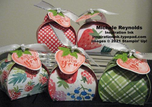 Sweet strawberry mini curvy keepsake boxes